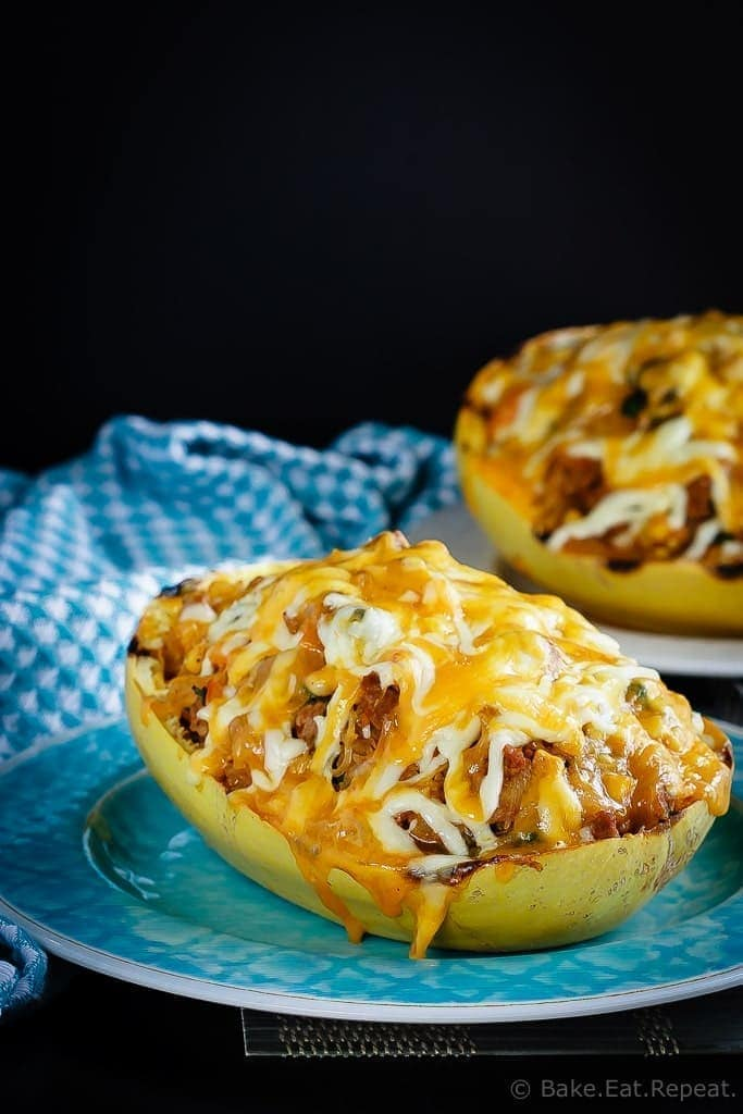 This southwest stuffed spaghetti squash is absolutely fantastic. Filled with southwest flavours and so quick and easy to make!