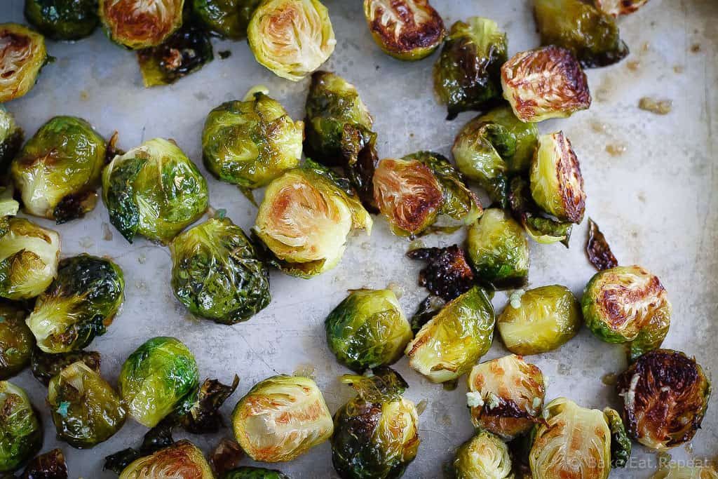 Honey Garlic Roasted Brussels Sprouts - brussel sprouts that are tender on the inside, with crispy edges and honey garlic flavour!