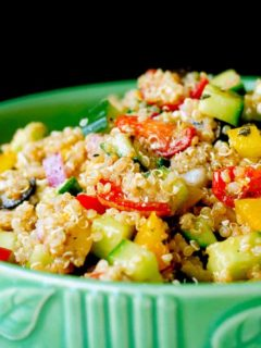 Greek Quinoa Salad - Quick and easy Greek quinoa salad that is great as either a side dish or your main meal. Plus it can be made ahead, and the leftovers are great for lunch!