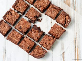 Peanut Butter and Salted Caramel Brownies - Fudgy, chewy, chocolatey peanut butter and salted caramel brownies with Reese's Chocolate Peanut Butter Spread and salted caramel sauce. These brownies are an amazing, decadent treat! #DoYouSpoon