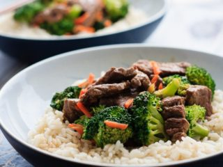 Easy Beef and Broccoli - Super quick and easy beef and broccoli for #30MinuteThursday - this stir fry is on the table in under 30 minutes and is way better then takeout!