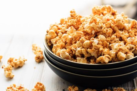 Easy Caramel Corn - Caramel corn that's easy to make and tastes fantastic. The perfect snack or gift for the holidays!
