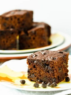 Healthy Chocolate Banana Snack Cake - Quick and easy chocolate banana snack cake that you can feel good about putting in the kid's lunch boxes! Super healthy and they won't even know it!