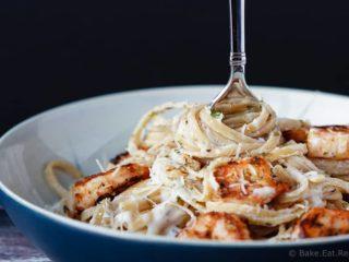 Skinny Cajun Shrimp Alfredo Pasta - Skinny cajun shrimp alfredo pasta for #30MinuteThursday can be on the table in 20 minutes and everyone will love it! Alfredo pasta, but healthier!
