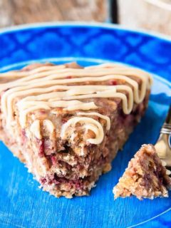 This banana berry oatmeal cake with a vanilla glaze is quick and easy to whip up, and makes a fantastic breakfast or a healthy snack!