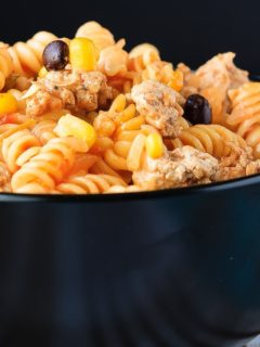 Mexican One Pan Pasta - Super fast and easy Mexican one pan pasta - it takes less than 25 minutes to have a flavourful, one pan pasta dish on the table that everyone will love!
