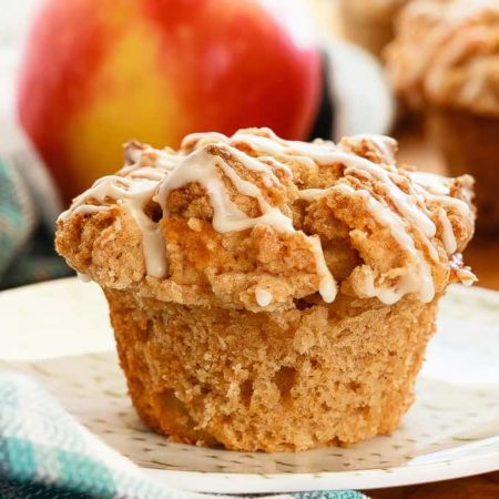 Apple Muffins with a Cinnamon Crumb Topping - Quick and easy apple muffins filled with apples and finished with a crunchy cinnamon crumb topping. The best kind of breakfast.