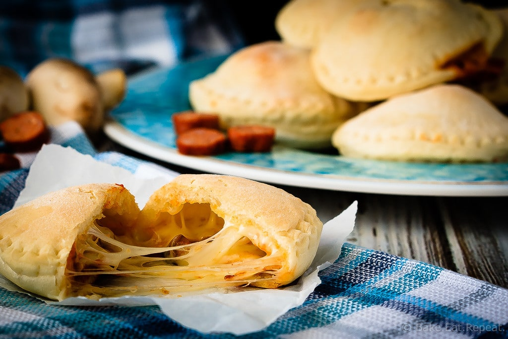 Homemade Pizza Pockets - Homemade pizza pockets that are easy to make and taste great. They're a perfect ready made snack or lunch that you can keep in the freezer!