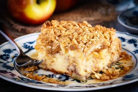 Apple Crisp French Toast Casserole - This apple crisp French toast casserole can be made ahead of time to make breakfast a super simple affair! Simplify your holidays with this tasty casserole!