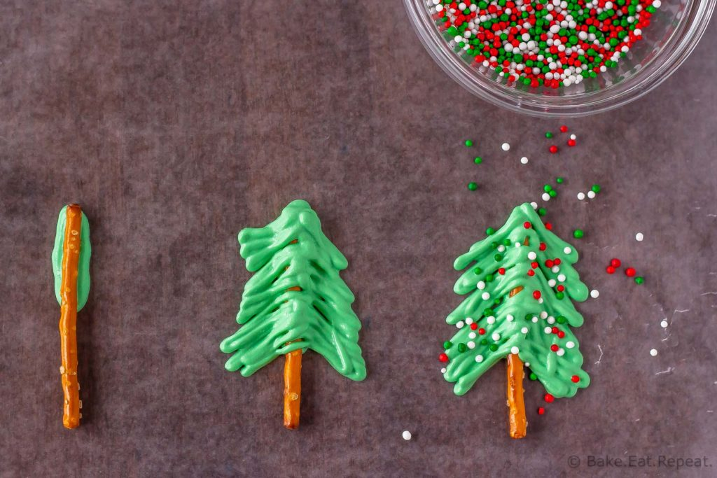 How to make Christmas tree cupcake toppers