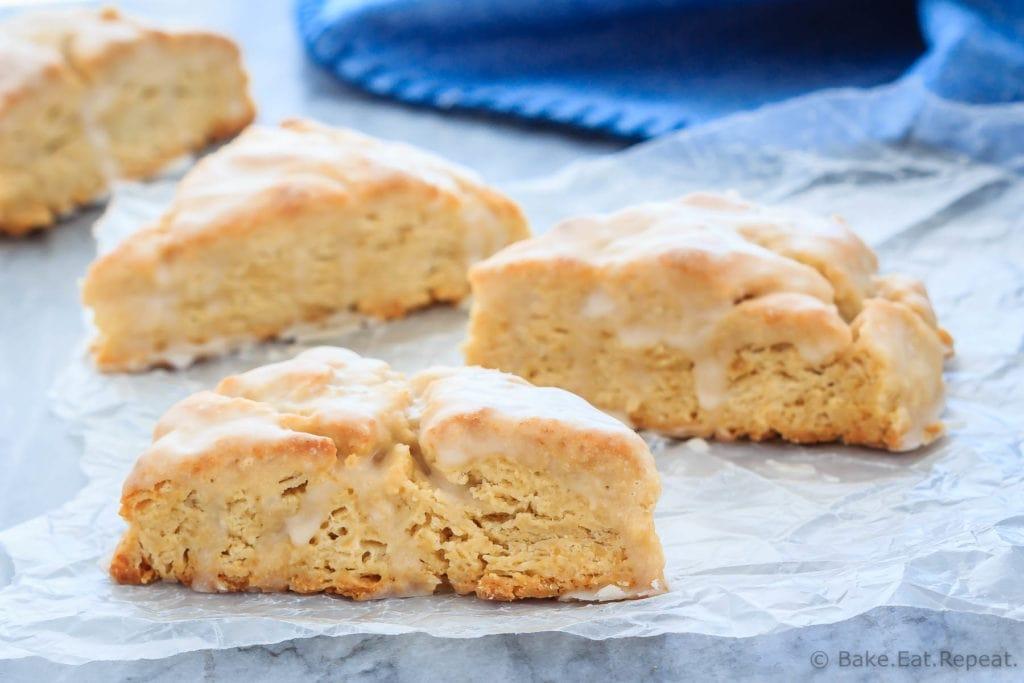 Simple vanilla scones