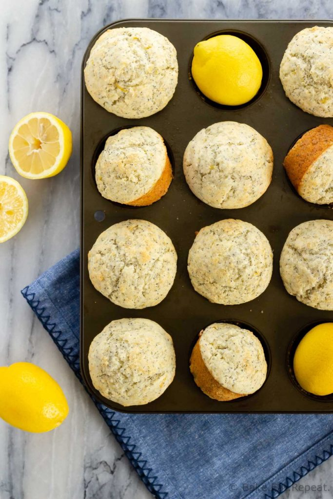 Easy lemon poppyseed muffins