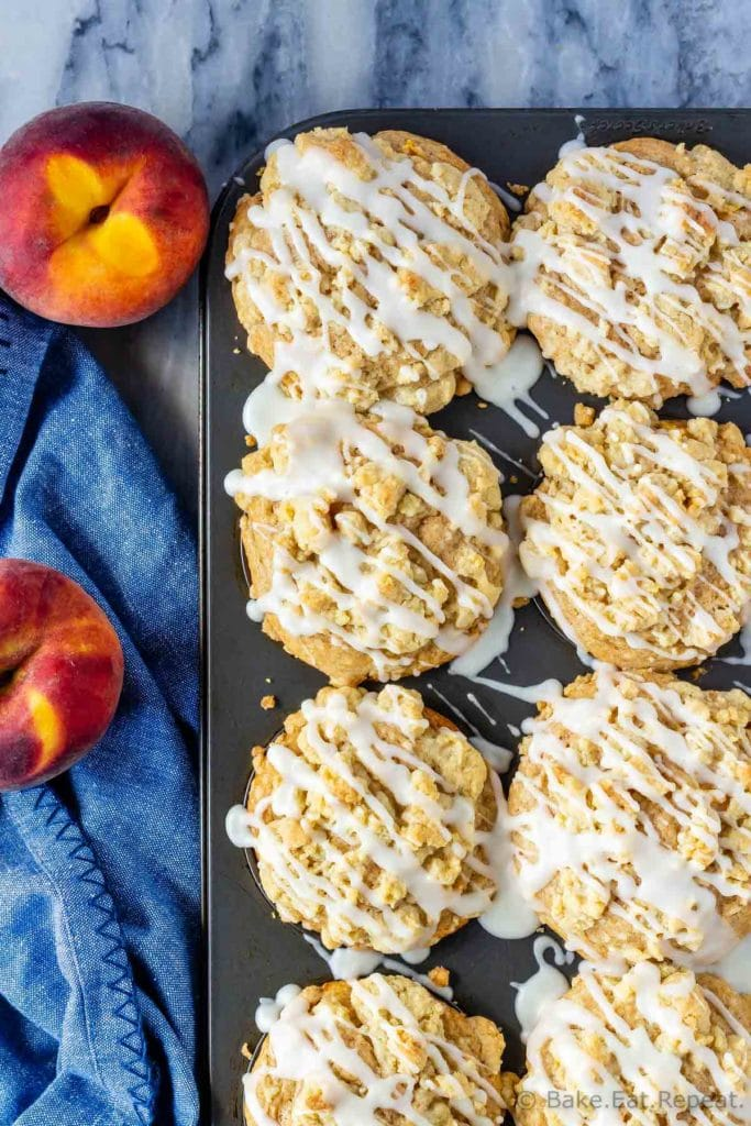 Muffins with fresh or frozen peaches and a crumb topping