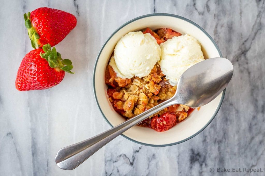 Easy to make strawberry rhubarb fruit crisp