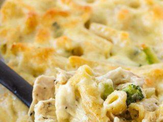 Chicken Alfredo pasta bake with broccoli