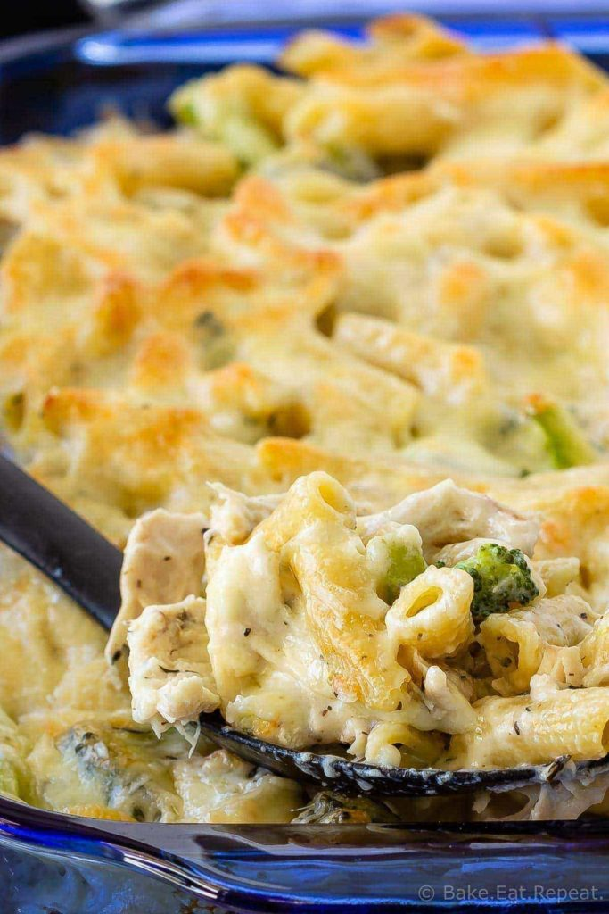 Chicken Alfredo pasta bake with broccoli