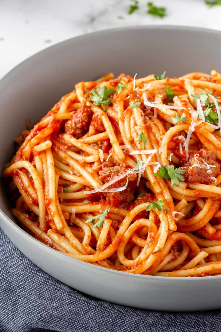 This easy spaghetti sauce can be ready to serve before you've even finished boiling the pasta. So easy and so tasty, it's the perfect weeknight meal!