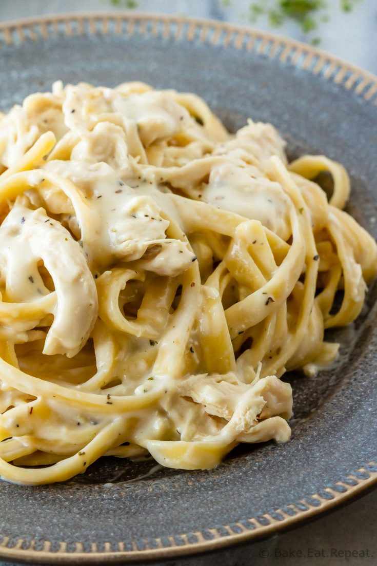 This skinny chicken fettuccine Alfredo is so easy to make and is ready in 25 minutes. That Alfredo taste everyone loves, but in a lightened up sauce!