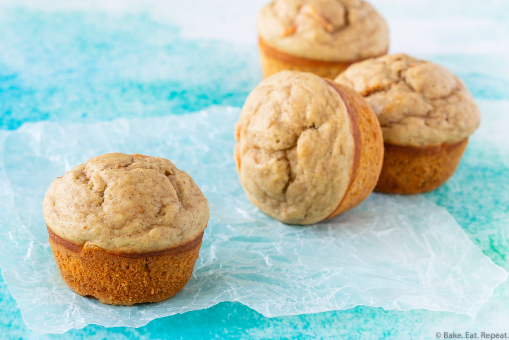 easy muffins with bananas and carrots